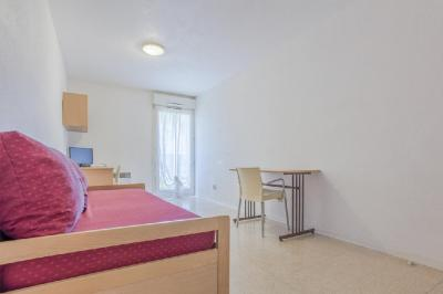 Appartement Nimes &bull; <span class='offer-area-number'>18</span> m² environ &bull; <span class='offer-rooms-number'>1</span> pièce