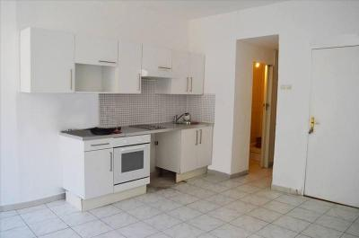 Appartement St Maximin la Ste Baume &bull; <span class='offer-area-number'>34</span> m² environ &bull; <span class='offer-rooms-number'>2</span> pièces