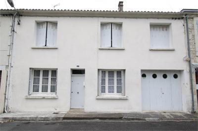 Maison St Savinien &bull; <span class='offer-area-number'>172</span> m² environ &bull; <span class='offer-rooms-number'>7</span> pièces