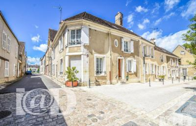 Maison Chateau Landon &bull; <span class='offer-area-number'>138</span> m² environ &bull; <span class='offer-rooms-number'>5</span> pièces