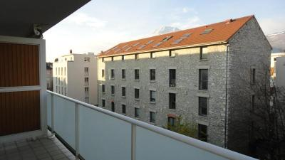 Appartement Grenoble &bull; <span class='offer-area-number'>33</span> m² environ &bull; <span class='offer-rooms-number'>2</span> pièces