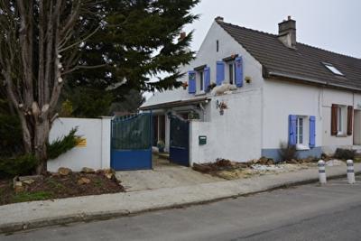 Maison Crevecoeur en Brie &bull; <span class='offer-area-number'>77</span> m² environ &bull; <span class='offer-rooms-number'>3</span> pièces