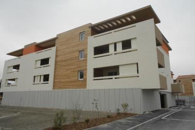 Appartement Entraigues sur la Sorgue &bull; <span class='offer-area-number'>57</span> m² environ &bull; <span class='offer-rooms-number'>3</span> pièces