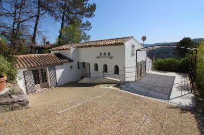 Villa Le Tignet &bull; <span class='offer-area-number'>130</span> m² environ &bull; <span class='offer-rooms-number'>4</span> pièces
