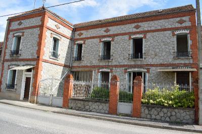 Maison Ebreuil &bull; <span class='offer-area-number'>173</span> m² environ &bull; <span class='offer-rooms-number'>8</span> pièces