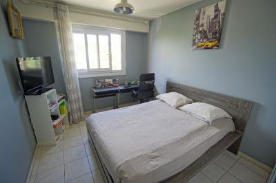 Appartement Cannes la Bocca &bull; <span class='offer-area-number'>90</span> m² environ &bull; <span class='offer-rooms-number'>4</span> pièces