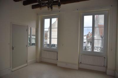 Appartement Cosne Cours sur Loire &bull; <span class='offer-area-number'>38</span> m² environ &bull; <span class='offer-rooms-number'>1</span> pièce