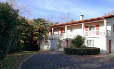 Maison Bardos &bull; <span class='offer-area-number'>186</span> m² environ &bull; <span class='offer-rooms-number'>6</span> pièces