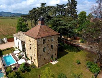 Maison Ville sur Jarnioux &bull; <span class='offer-area-number'>250</span> m² environ &bull; <span class='offer-rooms-number'>7</span> pièces
