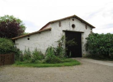 Maison St Denis la Chevasse &bull; <span class='offer-area-number'>394</span> m² environ &bull; <span class='offer-rooms-number'>10</span> pièces