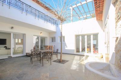 Maison Villeneuve Loubet &bull; <span class='offer-area-number'>195</span> m² environ &bull; <span class='offer-rooms-number'>7</span> pièces