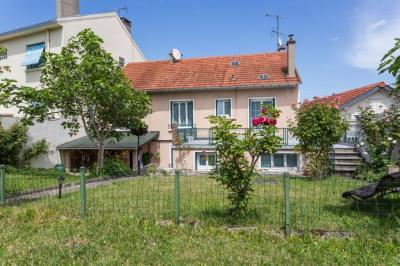 Maison Villejuif &bull; <span class='offer-area-number'>275</span> m² environ &bull; <span class='offer-rooms-number'>7</span> pièces