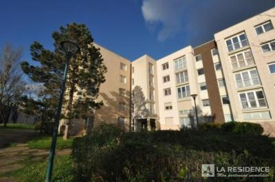Appartement Cergy &bull; <span class='offer-area-number'>78</span> m² environ &bull; <span class='offer-rooms-number'>4</span> pièces