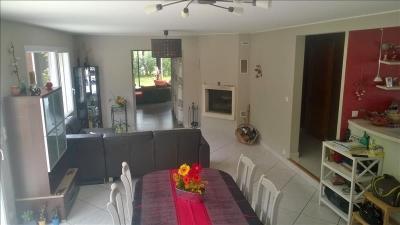 Maison Lanrivoare &bull; <span class='offer-area-number'>166</span> m² environ &bull; <span class='offer-rooms-number'>7</span> pièces