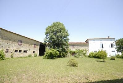 Maison St Jean d Angely &bull; <span class='offer-area-number'>500</span> m² environ &bull; <span class='offer-rooms-number'>10</span> pièces
