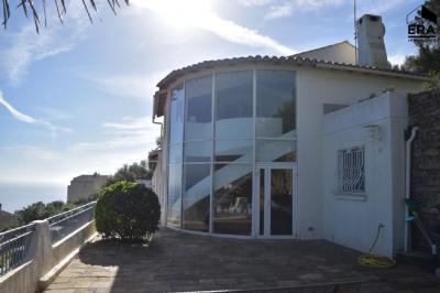 Maison Bastia &bull; <span class='offer-area-number'>248</span> m² environ &bull; <span class='offer-rooms-number'>6</span> pièces