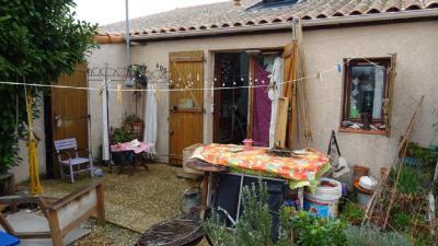 Maison Vic la Gardiole &bull; <span class='offer-area-number'>32</span> m² environ &bull; <span class='offer-rooms-number'>3</span> pièces