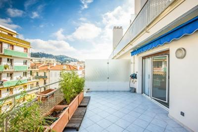 Appartement Cannes &bull; <span class='offer-area-number'>63</span> m² environ &bull; <span class='offer-rooms-number'>2</span> pièces