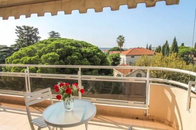 Appartement Cannes &bull; <span class='offer-area-number'>49</span> m² environ &bull; <span class='offer-rooms-number'>2</span> pièces