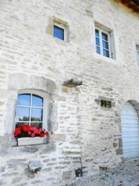Maison Chateau Chalon &bull; <span class='offer-area-number'>260</span> m² environ &bull; <span class='offer-rooms-number'>11</span> pièces