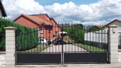 Maison St Leonard &bull; <span class='offer-area-number'>123</span> m² environ &bull; <span class='offer-rooms-number'>5</span> pièces