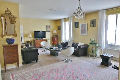 Appartement Le Vesinet &bull; <span class='offer-area-number'>217</span> m² environ &bull; <span class='offer-rooms-number'>8</span> pièces