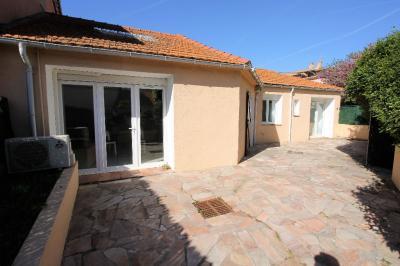 Maison La Crau &bull; <span class='offer-area-number'>94</span> m² environ &bull; <span class='offer-rooms-number'>3</span> pièces
