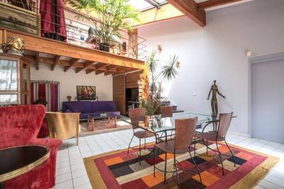 Appartement Paris 03 &bull; <span class='offer-area-number'>132</span> m² environ &bull; <span class='offer-rooms-number'>4</span> pièces