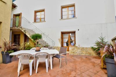 Maison Astaffort &bull; <span class='offer-area-number'>140</span> m² environ &bull; <span class='offer-rooms-number'>8</span> pièces
