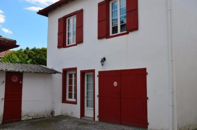 Maison Cambo les Bains &bull; <span class='offer-area-number'>70</span> m² environ &bull; <span class='offer-rooms-number'>5</span> pièces