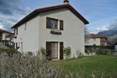 Maison St Jean de Moirans &bull; <span class='offer-area-number'>141</span> m² environ &bull; <span class='offer-rooms-number'>7</span> pièces