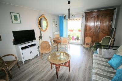 Appartement Marseille 11 &bull; <span class='offer-area-number'>72</span> m² environ &bull; <span class='offer-rooms-number'>3</span> pièces