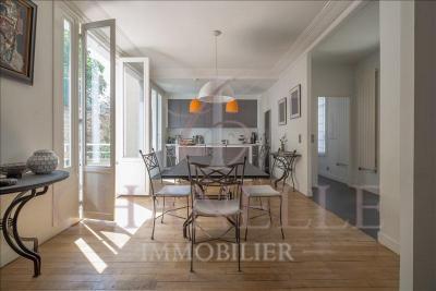 Maison Paris 12 &bull; <span class='offer-area-number'>219</span> m² environ &bull; <span class='offer-rooms-number'>8</span> pièces