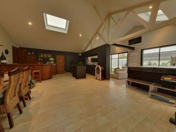 Maison Soucelles &bull; <span class='offer-area-number'>335</span> m² environ