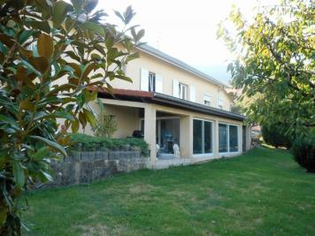 Maison Chevrier &bull; <span class='offer-area-number'>172</span> m² environ &bull; <span class='offer-rooms-number'>7</span> pièces