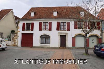 Maison Arthez de Bearn &bull; <span class='offer-area-number'>252</span> m² environ &bull; <span class='offer-rooms-number'>12</span> pièces