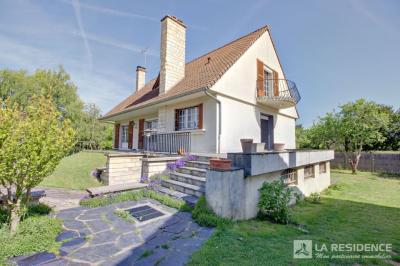 Maison Verneuil sur Seine &bull; <span class='offer-area-number'>138</span> m² environ &bull; <span class='offer-rooms-number'>7</span> pièces