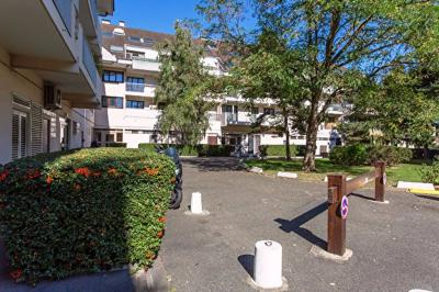Appartement Longjumeau &bull; <span class='offer-area-number'>75</span> m² environ &bull; <span class='offer-rooms-number'>4</span> pièces