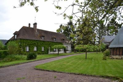 Maison Le Neubourg &bull; <span class='offer-area-number'>240</span> m² environ &bull; <span class='offer-rooms-number'>5</span> pièces
