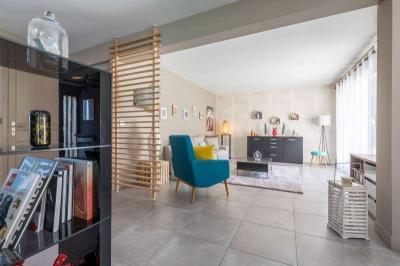 Maison Mont de Marsan &bull; <span class='offer-area-number'>250</span> m² environ &bull; <span class='offer-rooms-number'>7</span> pièces