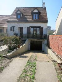 Maison Nanterre &bull; <span class='offer-area-number'>130</span> m² environ &bull; <span class='offer-rooms-number'>5</span> pièces