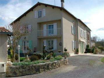 Maison Oradour Fanais &bull; <span class='offer-area-number'>168</span> m² environ &bull; <span class='offer-rooms-number'>6</span> pièces