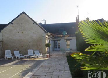 Maison Souvigne &bull; <span class='offer-area-number'>200</span> m² environ &bull; <span class='offer-rooms-number'>8</span> pièces