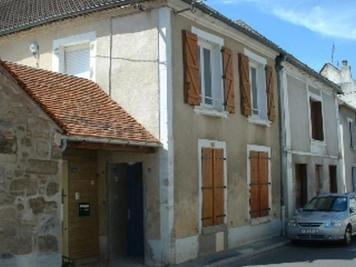 Maison Bruyeres et Montberault &bull; <span class='offer-area-number'>109</span> m² environ &bull; <span class='offer-rooms-number'>4</span> pièces