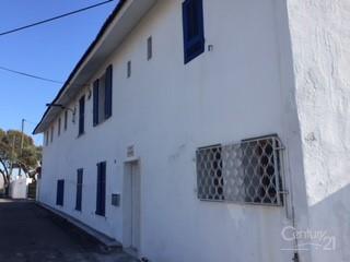Maison St Laurent du Var &bull; <span class='offer-area-number'>245</span> m² environ &bull; <span class='offer-rooms-number'>15</span> pièces