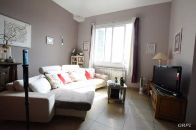 Maison St Laurent du Var &bull; <span class='offer-area-number'>205</span> m² environ &bull; <span class='offer-rooms-number'>8</span> pièces