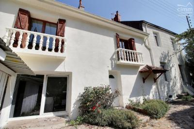 Maison Le Creusot &bull; <span class='offer-area-number'>181</span> m² environ &bull; <span class='offer-rooms-number'>8</span> pièces