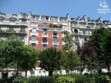 Appartement Paris 18 &bull; <span class='offer-area-number'>104</span> m² environ &bull; <span class='offer-rooms-number'>4</span> pièces