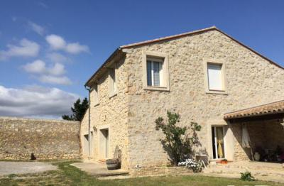Maison Roquefort des Corbieres &bull; <span class='offer-area-number'>210</span> m² environ &bull; <span class='offer-rooms-number'>7</span> pièces