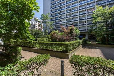 Appartement Paris 15 &bull; <span class='offer-area-number'>44</span> m² environ &bull; <span class='offer-rooms-number'>2</span> pièces